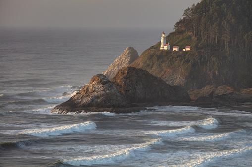Oregon Coast「Heceta Head Lightouse and Waves at Sunset」:スマホ壁紙(17)