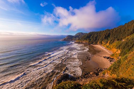 Pacific Coast「Heceta Head Lighthouse on the Oregon coastline」:スマホ壁紙(10)