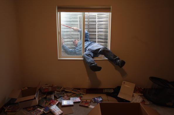 John Moore「Families Are Evicted From Homes As Economic Crisis Worsens」:写真・画像(9)[壁紙.com]