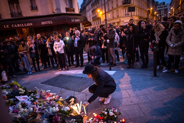 Mourner「Significant Death Toll Feared In Paris Terror Attacks」:写真・画像(7)[壁紙.com]