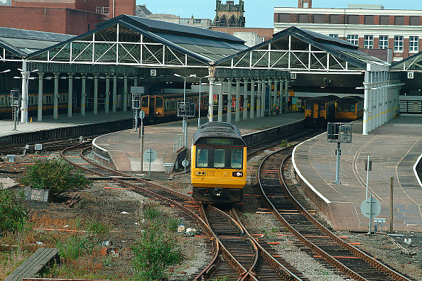 Yellow「The boundaries of Merseyrail services include Southport where both EMU and DMU services operate」:写真・画像(11)[壁紙.com]
