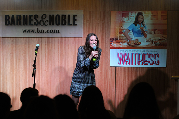 Waitress「Sara Bareilles, Jessie Mueller And Cast Members From Broadway's Waitress Perform  Live At Barnes & Noble In New York City」:写真・画像(16)[壁紙.com]