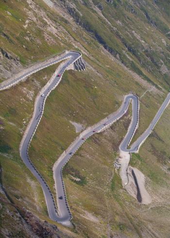 Steep「Italy, South Tyrol, Vinschgau, Stelvio Pass mountain road」:スマホ壁紙(0)