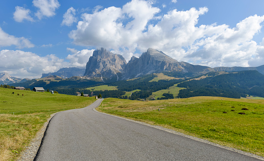 Pasture「Italy, South Tyrol, Dolomites, Seiser Alm and Langkofel group」:スマホ壁紙(10)