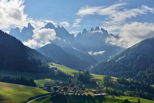 Alto Adige - Italy「Italy, South Tyrol, Vilnoess Valley, St. Magdalena, Sass Rigais and Geisler group in the background」:スマホ壁紙(10)