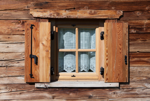Rustic「Italy, South Tyrol, Seiseralm, Window with curtain of alpine cabin」:スマホ壁紙(2)