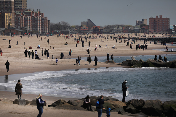 Beach「Coronavirus Pandemic Causes Climate Of Anxiety And Changing Routines In America」:写真・画像(9)[壁紙.com]