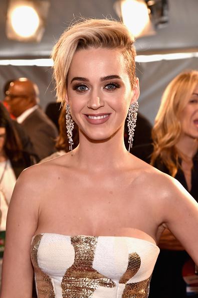カメラ目線「iHeartRadio Music Awards - Red Carpet Arrivals」:写真・画像(6)[壁紙.com]
