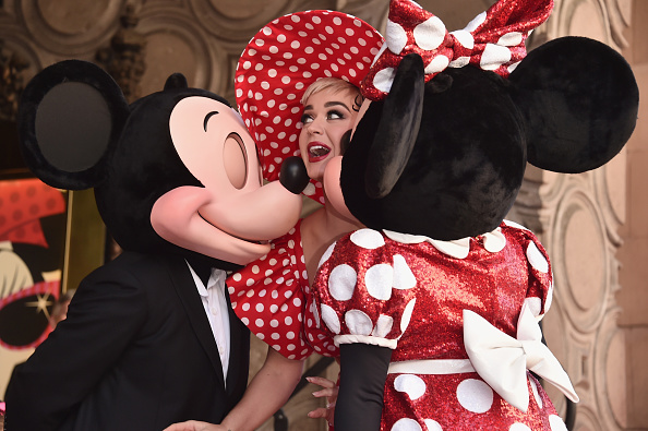 ミッキーマウス「Disney's Minnie Mouse Celebrates Her 90th Anniversary With Star On The Hollywood Walk Of Fame」:写真・画像(9)[壁紙.com]