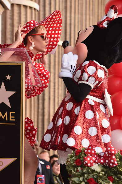 ミニーマウス「Disney's Minnie Mouse Celebrates Her 90th Anniversary With Star On The Hollywood Walk Of Fame」:写真・画像(5)[壁紙.com]