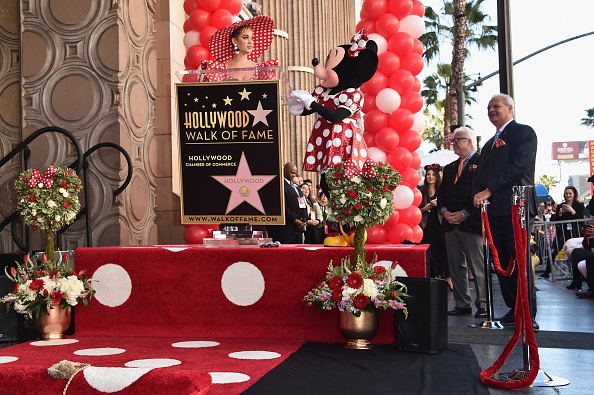 ミニーマウス「Disney's Minnie Mouse Celebrates Her 90th Anniversary With Star On The Hollywood Walk Of Fame」:写真・画像(4)[壁紙.com]