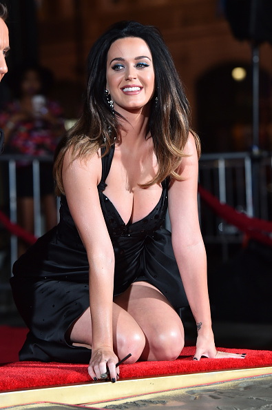 Hand「Jeremy Scott And Katy Perry Hand Print Ceremony At TCL Chinese IMAX Forecourt」:写真・画像(15)[壁紙.com]