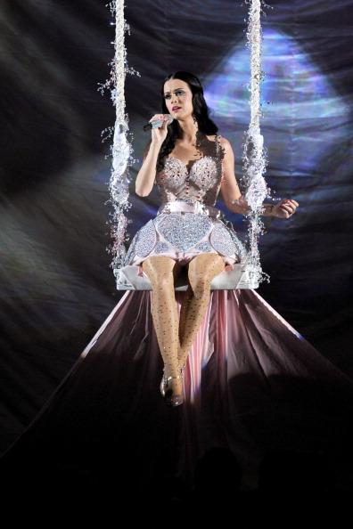 Mini Dress「The 53rd Annual GRAMMY Awards - Show」:写真・画像(19)[壁紙.com]