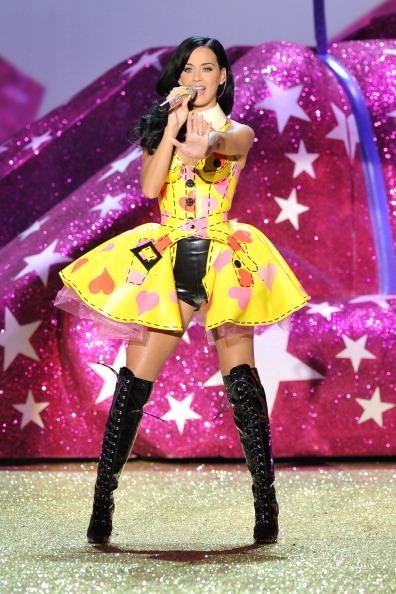 ステージ「2010 Victoria's Secret Fashion Show - Performance」:写真・画像(5)[壁紙.com]