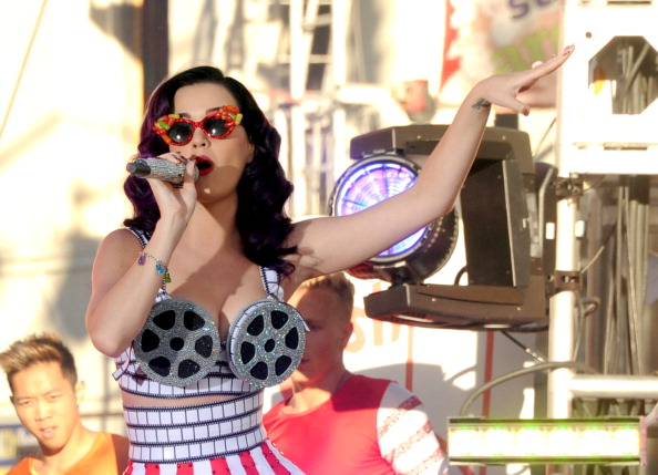 """Multi Colored「Premiere Of Paramount Insurge's """"Katy Perry: Part Of Me"""" - Performance」:写真・画像(0)[壁紙.com]"""