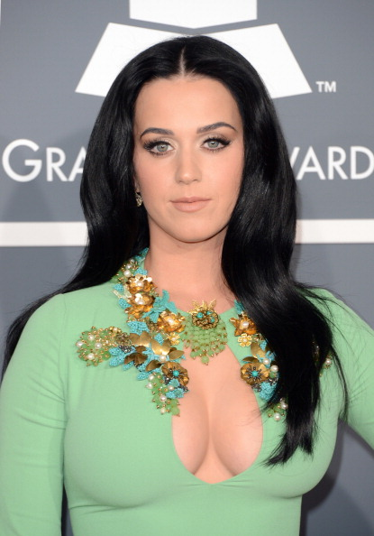 胸の谷間「The 55th Annual GRAMMY Awards - Arrivals」:写真・画像(11)[壁紙.com]