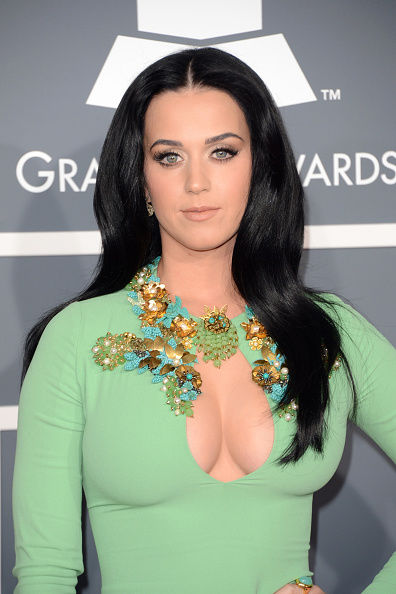 胸の谷間「The 55th Annual GRAMMY Awards - Arrivals」:写真・画像(4)[壁紙.com]