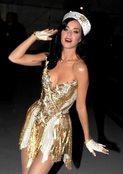 "Strapless Dress「The USO Presents ""VH1 Divas Salute The Troops"" - Roaming Inside」:写真・画像(13)[壁紙.com]"