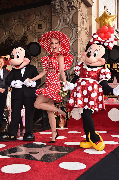 ミッキーマウス「Disney's Minnie Mouse Celebrates Her 90th Anniversary With Star On The Hollywood Walk Of Fame」:写真・画像(8)[壁紙.com]