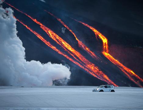 Lava「Vehicle close to Volcano Eruption.」:スマホ壁紙(16)