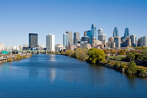 Philadelphia - Pennsylvania「Philadelphia Skyline and Schuylkill river」:スマホ壁紙(8)