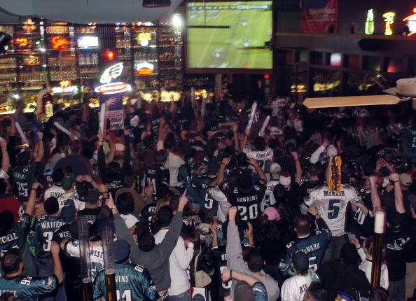 Philadelphia Eagles「Hopeful Eagles Fans Watch Super Bowl XXXIX」:写真・画像(14)[壁紙.com]