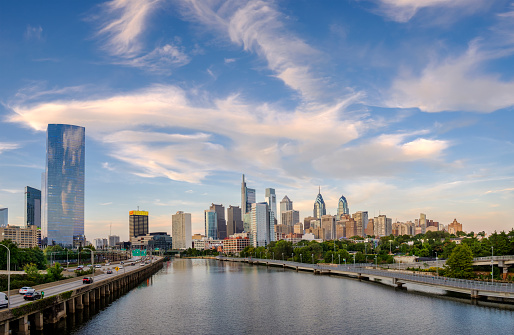 Pennsylvania「Philadelphia Skyline with Highway」:スマホ壁紙(5)