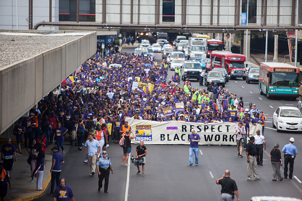 Jessica Kourkounis「Philadelphia Airport Workers Demonstrate For Higher Wages Ahead Of Planned Strike During The DNC」:写真・画像(9)[壁紙.com]