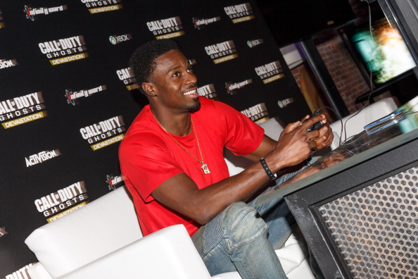 Philadelphia Eagles「Philadelphia Eagles Running  Back LaSean McCoy Goes Head-To-Head Against All-Pro Receiver A.J. Green Of The Cincinatti Bengals On Xbox One In The Call Of Duty: Ghosts Celebrity Grudge Match To Celebrate The Launch Of Devastation DLC Map Pack」:写真・画像(2)[壁紙.com]