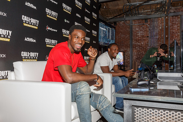 Philadelphia Eagles「Philadelphia Eagles Running  Back LaSean McCoy Goes Head-To-Head Against All-Pro Receiver A.J. Green Of The Cincinatti Bengals On Xbox One In The Call Of Duty: Ghosts Celebrity Grudge Match To Celebrate The Launch Of Devastation DLC Map Pack」:写真・画像(12)[壁紙.com]