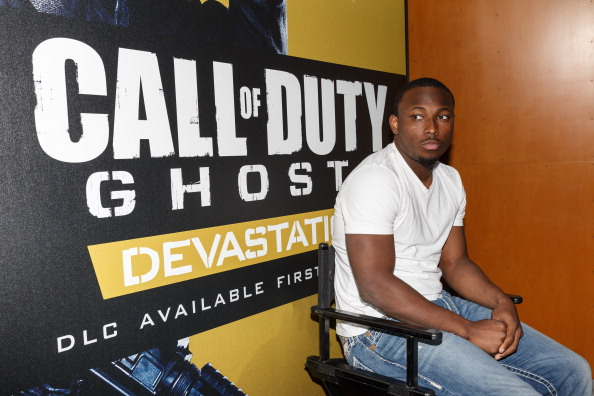 Philadelphia Eagles「Philadelphia Eagles Running  Back LaSean McCoy Goes Head-To-Head Against All-Pro Receiver A.J. Green Of The Cincinatti Bengals On Xbox One In The Call Of Duty: Ghosts Celebrity Grudge Match To Celebrate The Launch Of Devastation DLC Map Pack」:写真・画像(11)[壁紙.com]