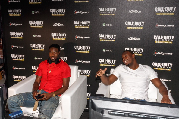 Philadelphia Eagles「Philadelphia Eagles Running  Back LaSean McCoy Goes Head-To-Head Against All-Pro Receiver A.J. Green Of The Cincinatti Bengals On Xbox One In The Call Of Duty: Ghosts Celebrity Grudge Match To Celebrate The Launch Of Devastation DLC Map Pack」:写真・画像(3)[壁紙.com]