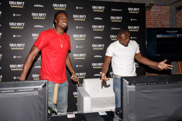 Philadelphia Eagles「Philadelphia Eagles Running  Back LaSean McCoy Goes Head-To-Head Against All-Pro Receiver A.J. Green Of The Cincinatti Bengals On Xbox One In The Call Of Duty: Ghosts Celebrity Grudge Match To Celebrate The Launch Of Devastation DLC Map Pack」:写真・画像(0)[壁紙.com]
