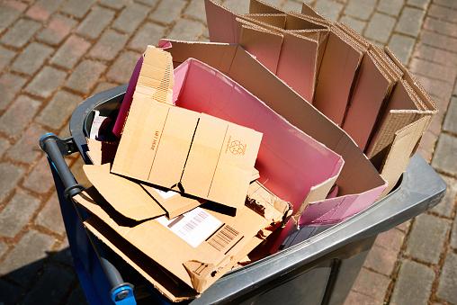 Money to Burn「Excess packaging, environmental issues」:スマホ壁紙(16)