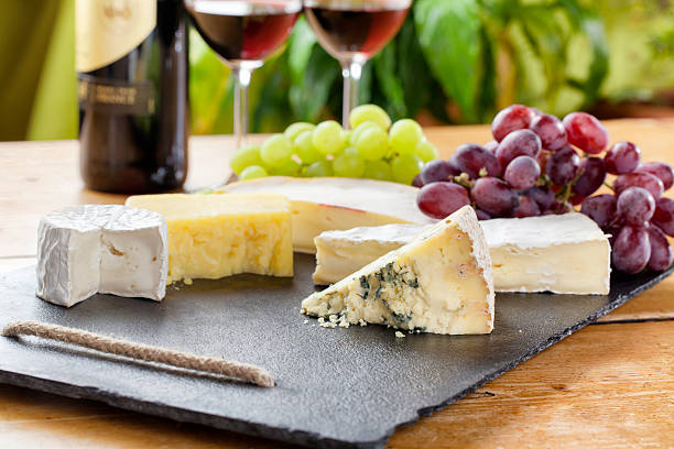 Cheese board and red wine:スマホ壁紙(壁紙.com)