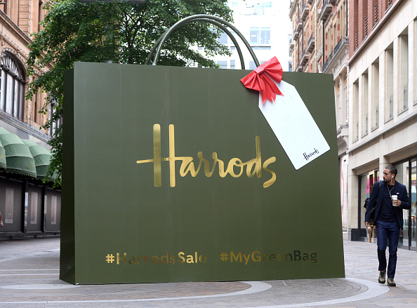 Installation Art「Harrods Prepares For Its Summer Sale, Starting 25th June, With The Launch Of Giant 3D Installation」:写真・画像(15)[壁紙.com]