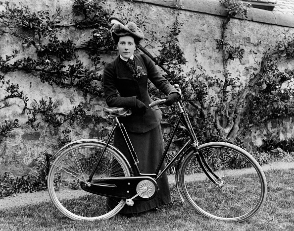 Edwardian Style「Lady Edwardian Cyclist. Creator: Unknown.」:写真・画像(1)[壁紙.com]