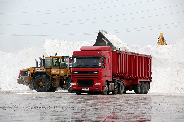 Construction Equipment「More Snow And Freezing Temperatures Hit The UK」:写真・画像(1)[壁紙.com]