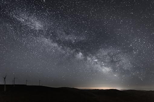 天の川「風車に銀河系」:スマホ壁紙(9)