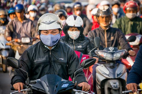 Hanoi「Vietnamese Motorists Battle Air Pollution In Fashion」:写真・画像(15)[壁紙.com]