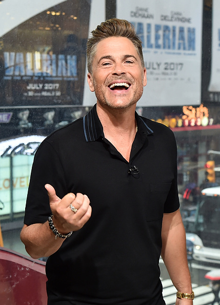 ニューヨーク市「Rob Lowe Visits 'Extra'」:写真・画像(7)[壁紙.com]