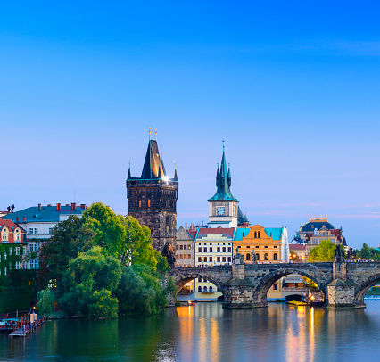Charles Bridge「The Charles Bridge in Prague at Twilight, Czech Republic」:スマホ壁紙(6)