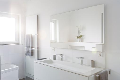 Renovation「Modern white bathroom」:スマホ壁紙(0)