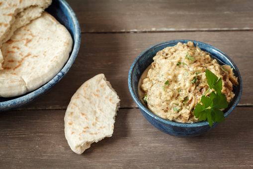 Mash - Food State「Bowl of Baba Ghanoush with flat bread」:スマホ壁紙(15)
