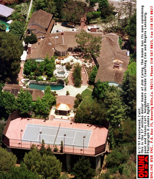 Complexity「6/2/97 Brentwood, CA - This nine-bedroom, 9,000 sq. ft. compound in Brentwood - with pool, hot tub, 」:写真・画像(17)[壁紙.com]