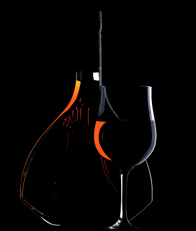 Nouvelle-Aquitaine「Low Key Lit Portrait of Cognac Bottle and Glass」:スマホ壁紙(17)