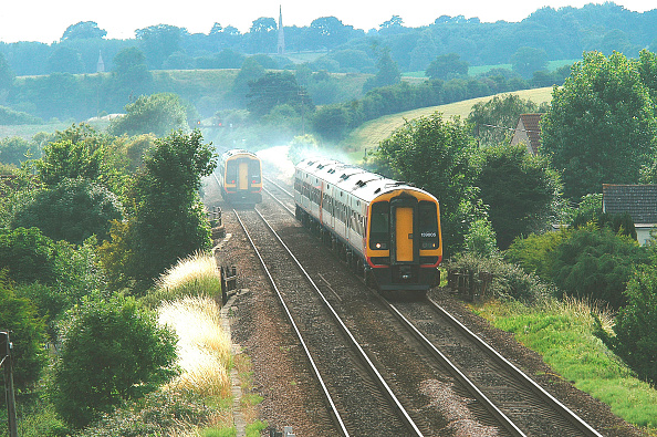 Heart「Two South West Trains Class 159s meet in the heart of the countryside. 2003」:写真・画像(11)[壁紙.com]
