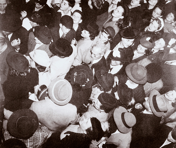 Passenger Craft「Disembarked Passengers From The Liner 'Conte Di Savoia' New York USA September 1939」:写真・画像(17)[壁紙.com]