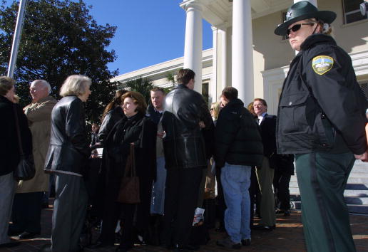 Tallahassee「Protests Over Florida Recount Hearings」:写真・画像(0)[壁紙.com]