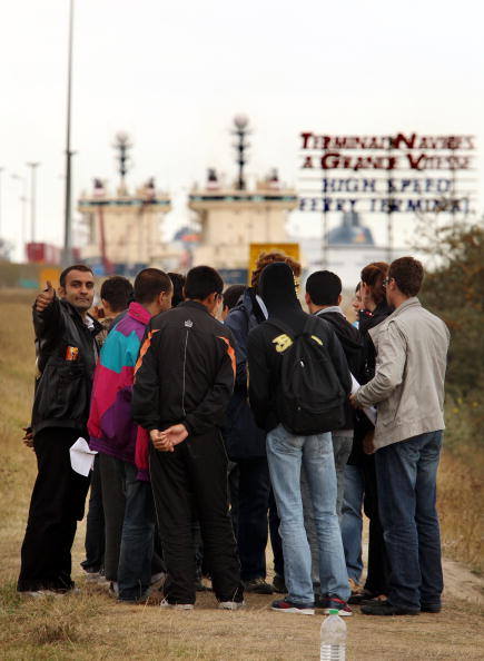 Ferry「Illegal Immigrants Have Their Camp Torn Down By French Authorities」:写真・画像(0)[壁紙.com]